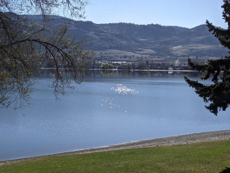 Une photo des montagnes et du lac à Vancouver